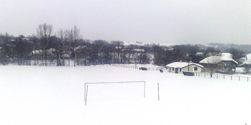Stadion OFK Slatina prekriven snegom *** Foto: D.Popaz