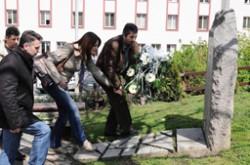 Polaganje-venaca-na-spomenik