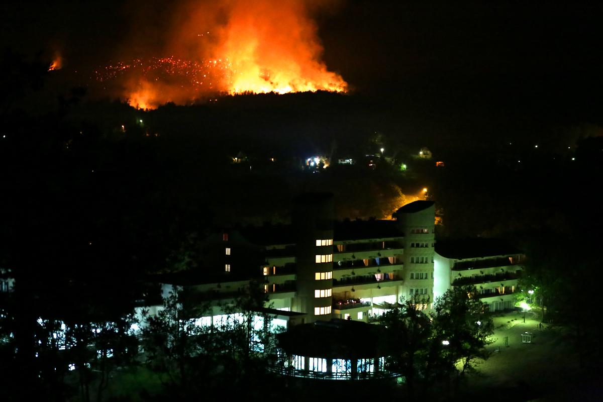 Brdo Tilva Roš je sinoć buktalo kao vulkan