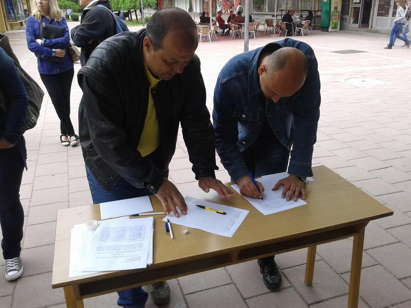 Majdanpek Peticiju za vracanje ekonomskog odeljenja za jedan dan potpisalo vise od 1000 gradjana FOTO I. POPOVIC  (1)